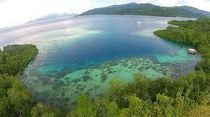Pemandangan laut pulau bacan di Maluku Utara